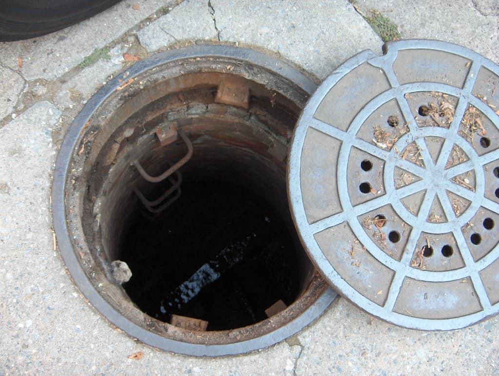 manhole inspection